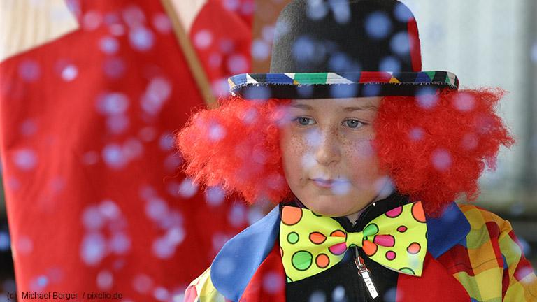 So basteln Sie einfache Karnevalskostüme selbst