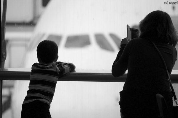 Was bei Flugverspätung im Familienurlaub zu tun ist