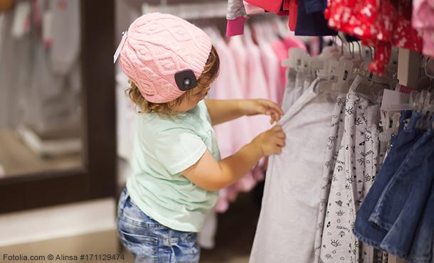 gebrauchte Kleidung auf dem Flohmarkt kaufen