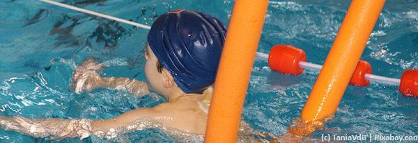 Ab ins Wasser – Wie Kinder schwimmen lernen