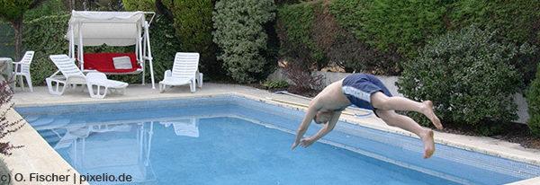 Der Swimmingpool im Garten bietet Spaß für die ganze Familie