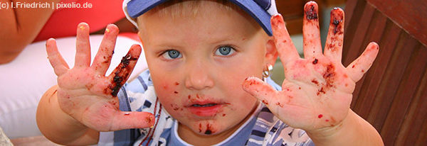 Wann lernt mein Kind, richtig mit Besteck zu essen?