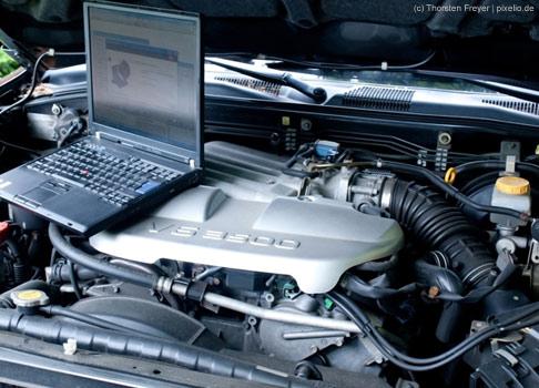 Der Traum vom Auto kann durch den Beruf des Kfz-Mechanikers verwirklicht werden, der mit 3,2% auf dem 7. Platz der Traumberufe landet.