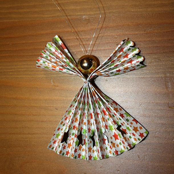 Wir geben nachfolgend eine ganz einfache Anleitung, wie aus Papier ein bezaubernder Engel entstehen kann.