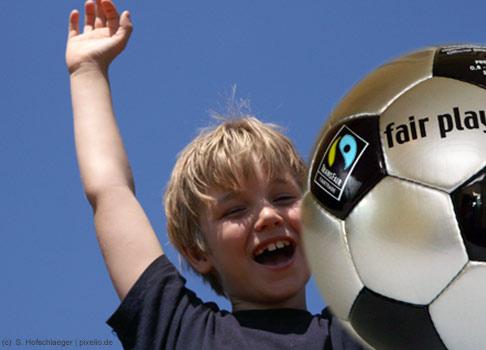 Die unangefochtene Nummer eins bei den männlichen Traumberufen ist der Profifußballer mit 17,3%.