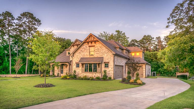 Der Bau eines fertigen Familienhauses – mit diesen Kosten müssen Sie rechnen