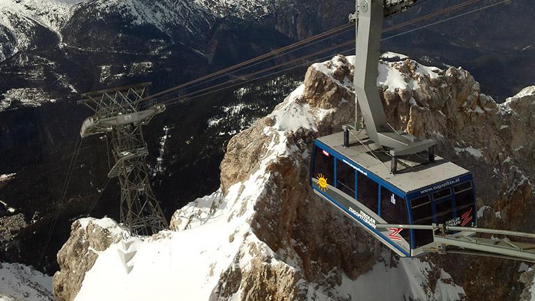 Familienurlaub in der Zugspitzregion: Fahrt mit der Zugspitzbahn