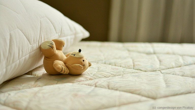 Temperatur und Sauerstoffgehalt im Schlafraum haben ebenso Einfluss auf die Schlafqualität.