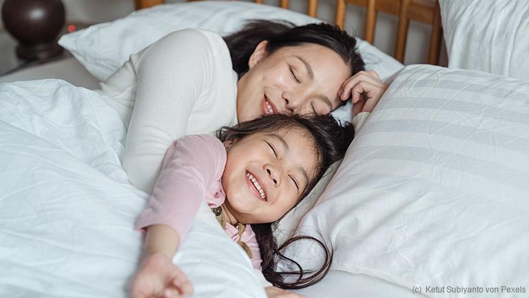 Tatsächlich kann es an der Matratze liegen, dass gesundheitliche Probleme, unruhiger Schlaf oder auch ein allgemeines Unwohlbefinden auftreten können.
