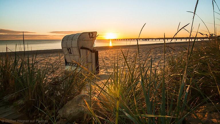 Unzählige Strandabschnitte machen die Ostseeküste zu einem populären Reiseziel für einen Paarurlaub.