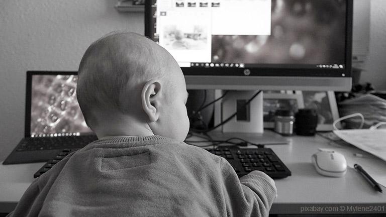 Mehr Stunden in Teilzeit zu arbeiten, ist künftig möglich. Vor allem diejenigen, die sich jetzt bereits mit einer Homeoffice-Lösung arrangiert haben, könnten diese auch als Eltern weiterführen.