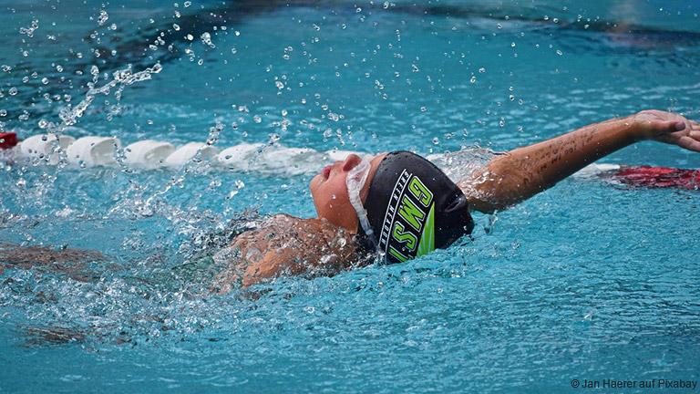 Schont die Gelenke und stärkt die Ausdauer: Schwimmen ist für Kinder eine geeignete Sportart