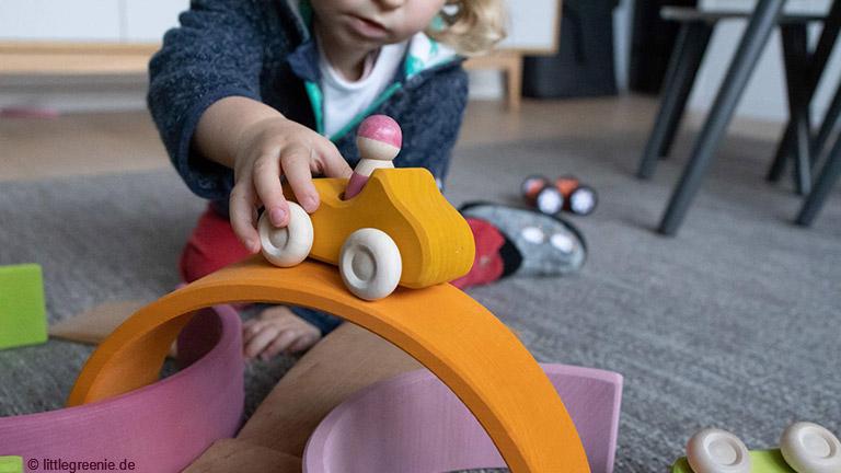 Spielerisch Lernen mit Montessori-Spielzeug
